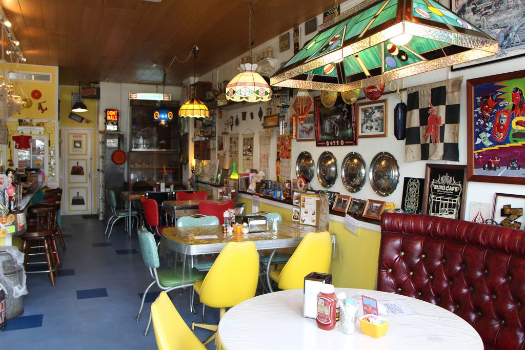 An authentic American diner that looks like an antique toy box  ZUMI CAFÉ (Aragusuku, Ginowan City)