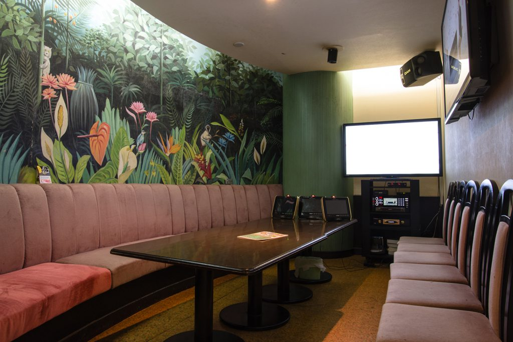 Don't worry about rainy days! Come and have a karaoke party with friends and family in your own private room! Flamingo (Mashiki, Ginowan City)