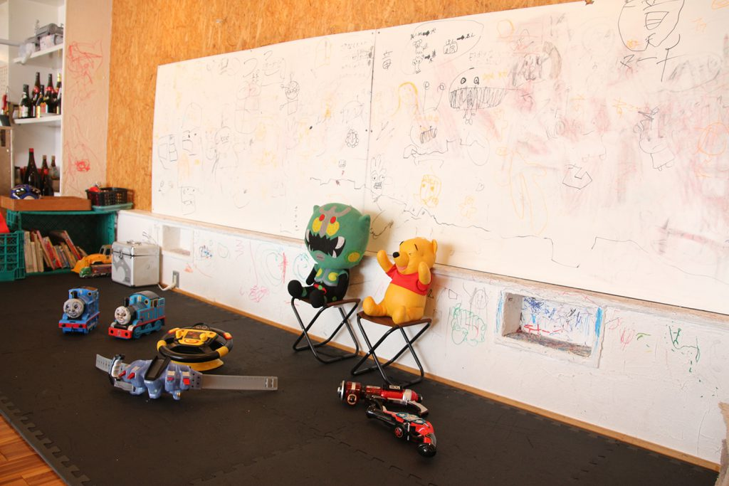 方便祖孫三代一同用餐的寬敞和室地板區及兒童遊戲區