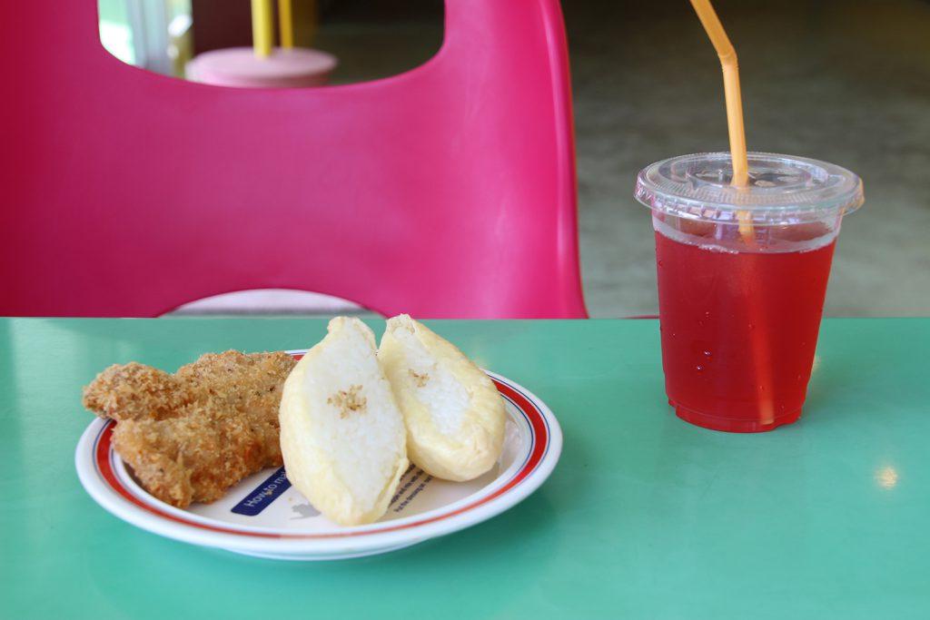 沖繩縣居民的美味同盟!經典的豆皮壽司炸雞組合 OINALIAN(宜野灣市大山)