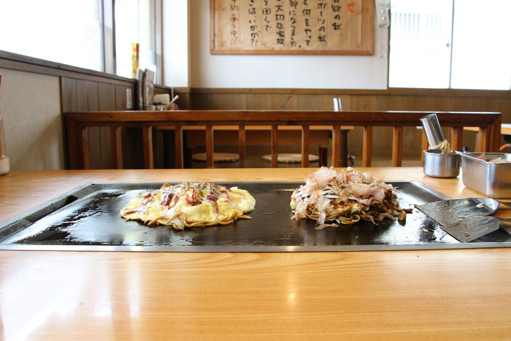 A popular okonomiyaki shop in Okinawa, run by an Osakan owner. Umanosuke Maehara (Maehara, Ginowan City)