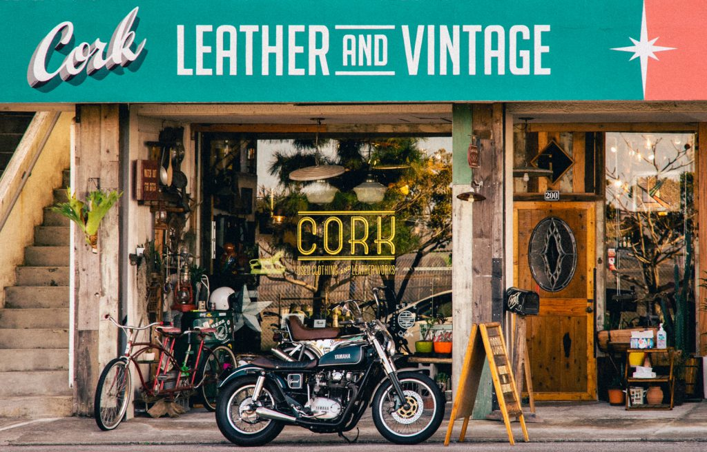 Handmade leather accessories and secondhand clothing collected from around the world Cork (Futenma, Ginowan City)