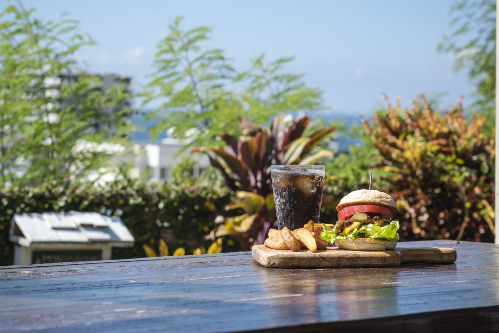 Enjoy a huge hamburger and coffee with the Okinawa breeze on your face  Bricoleur (Mashiki, Ginowan City)