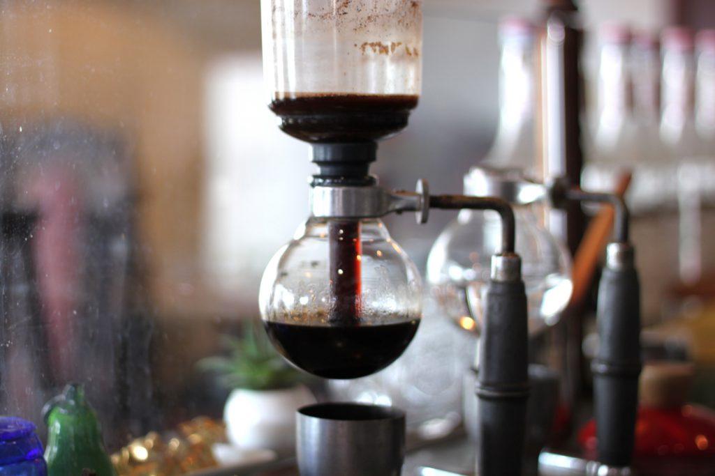 歴史ある喫茶店で美味しいコーヒーとスイーツを